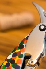 The retractable foil cutter extends outward from the parrot head